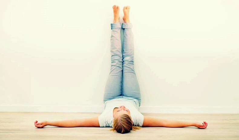 Упражнение «ноги на стене»