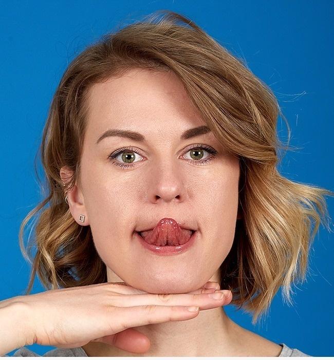 Тянемся языком к кончику носа