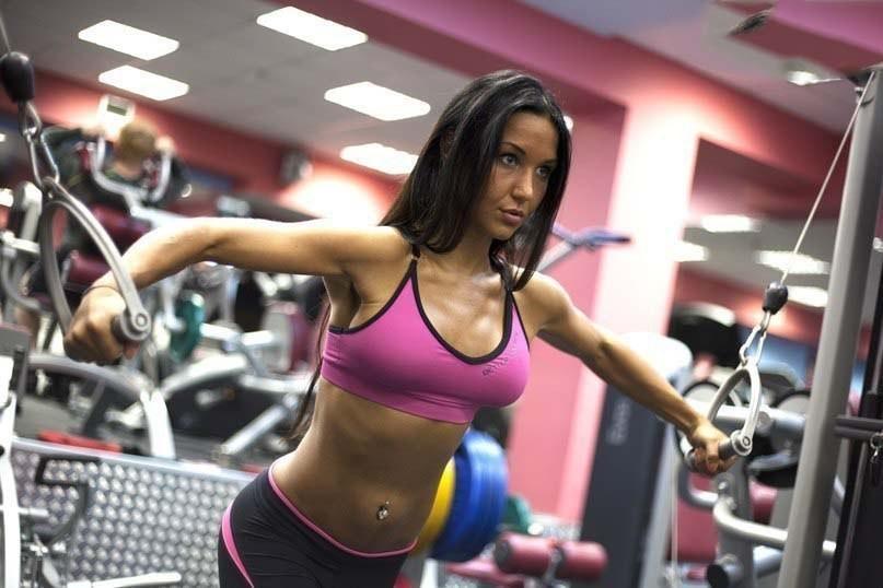 Тренировка верха груди для девушек